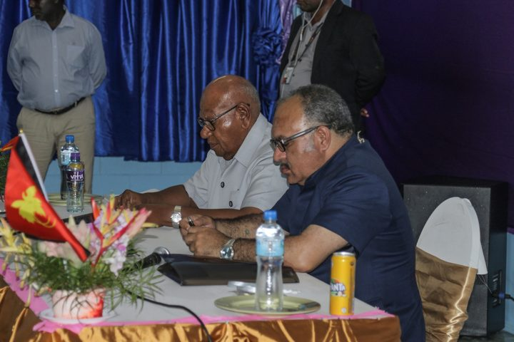 Bougainville President John Momis and PNG Prime Minister Peter O'Neill at JSB meeting