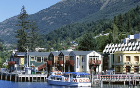 The waterfront, Queenstown, Lake Wakatipu, Otago, South Island, New Zealand, Pacific