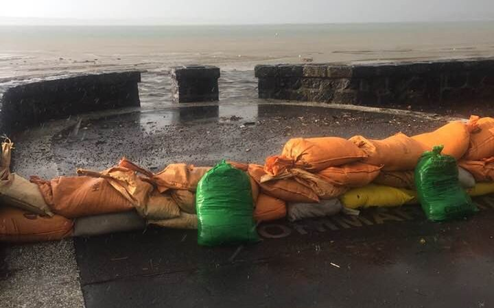 Sandbags out in Pipimea Reef this morning.