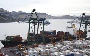 Loading containers at Lyttelton.