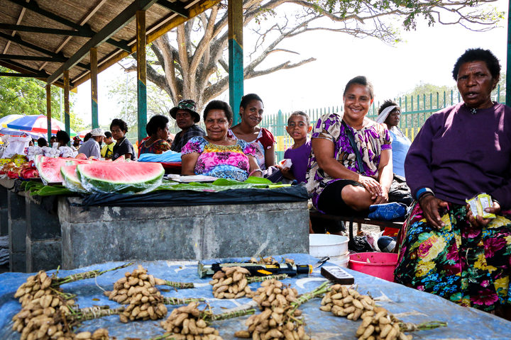 Women in PNG at a market
