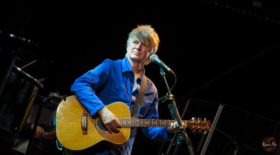 Neil Finn performing with the Auckland Philhamonia Orchestra in March