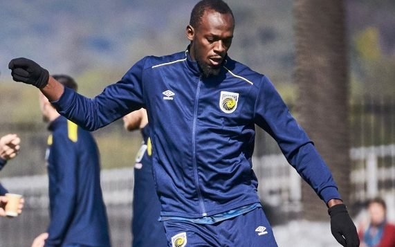 Usain Bolt trains with the Central Coast Mariners.