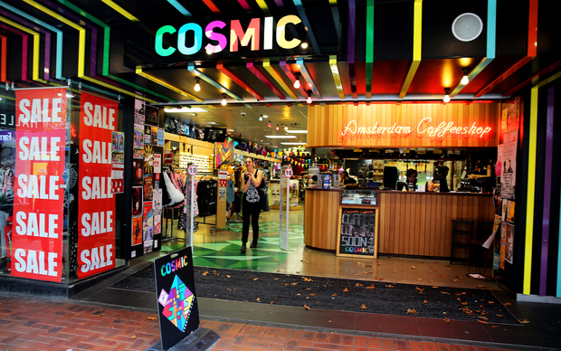 Legal high shops selling out ahead of ban | RNZ News