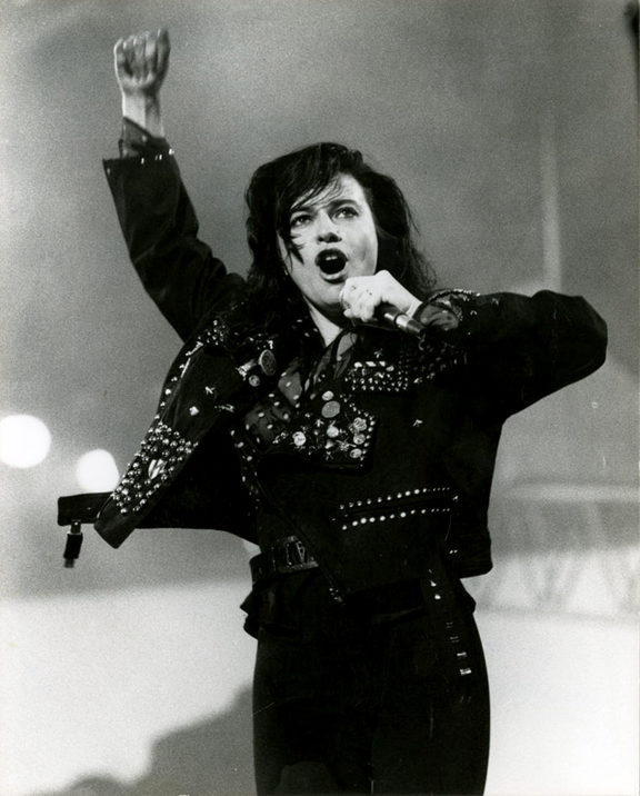 Jenny Morris performing live in the 1980s
