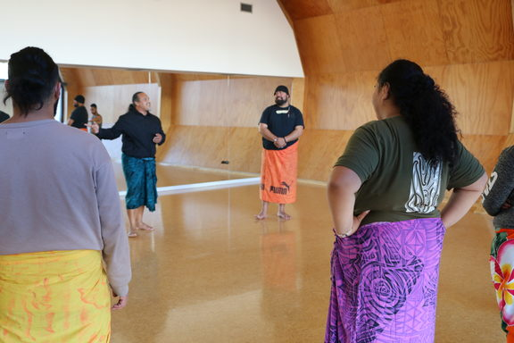 Steev Laufilitoga Maka teaching a class at Te Oro as part of the Pacific Dance Artist residency.