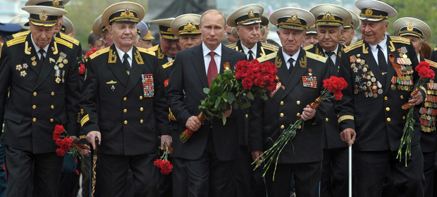 Russia's President Vladimir Putin (centre) and World War II veterans lay flowers at a war memorial in Sevastopol.