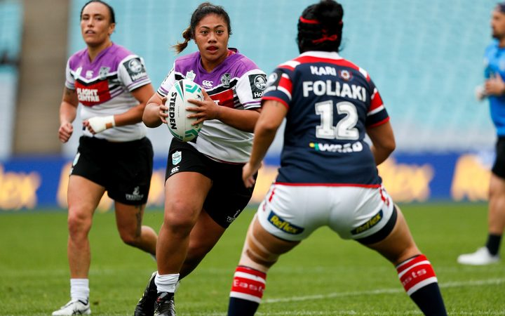 Onjeurlina Leiataua taking on the Rooster's  defence