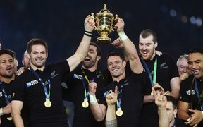 All Blacks skipper Richie McCaw and Dan Carter hold the 2015 trophy aloft.