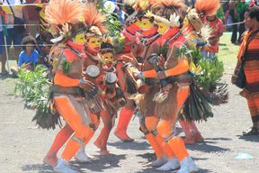 Students in Huli attire mark the 43rd anniversary of Papua New Guinea Independence Day with cultural festivities, September 2018, Port Moresby