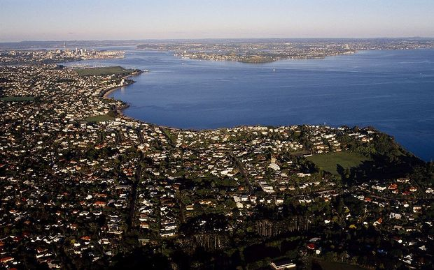 The income gap between Auckland's poorest and richest suburbs has grown in the last seven years.