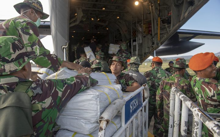 Indonesian soldiers help offload the 10.6 tonnes of supplies brought by a Royal New Zealand Air Force C-130 Hercules aircraft to Palu, the Indonesian port city devastated by a 7.5-magnitude earthquake and tsunami on 28 September.
