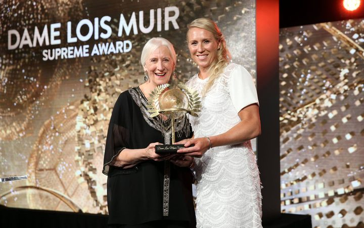 Silver Ferns captain Laura Langman receiving the Dame Lois Muir supreme award at the 2015 Netball NZ Awards