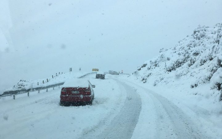 Snow on the Blackmount-Redcliff Rd, western Southland.