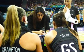 Silver Ferns coach Noeline Taurua talks tactics with her players.
