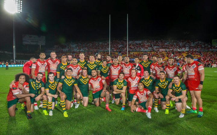 Australian and Tongan players get together for a photo after the Tonga-Australia rugby league Test, Auckland 2018.