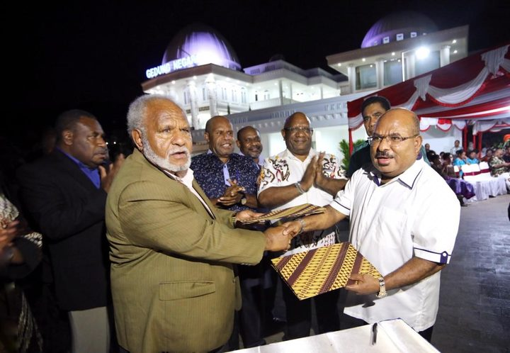 Papua New Guinea's Madang Governor Peter Yama left with the Governor of Indonesia's Papua province, Lukas Enembe in Jayapura. October 2018