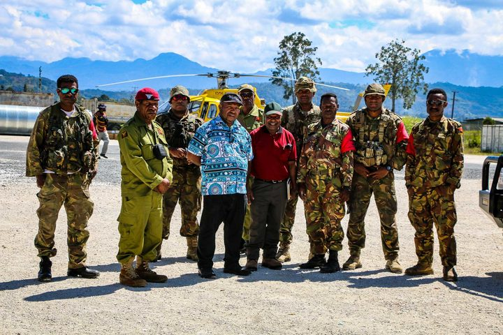 PNG Defence Force troops flank officials from Corrections, the Hela Provincial Administration and the national Earthquake Response Team, Tari, August 2018