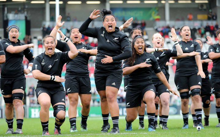 Black Ferns performing haka against USA in 2017 WRWC