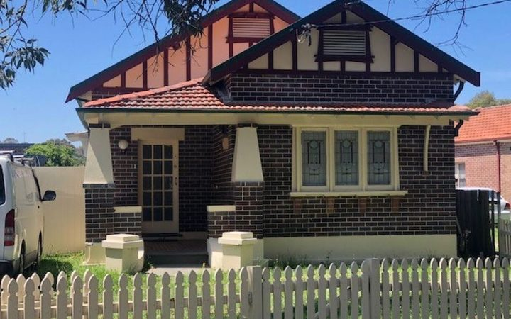 Real estate agents have told the ABC the property is worth an estimated $A1.6m.