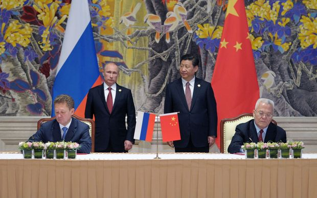 President Xi Jinping and President Vladimir Putin at the signing in Shanghai of an ageement between Gazprom and CNPC.