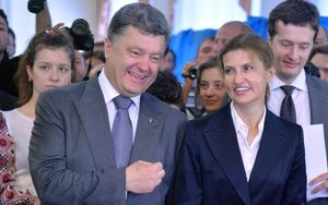 Ukrainian presidential candidate Petro Poroshenko and his wife Marina cast their votes at a polling station in Kiev.