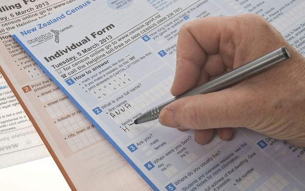 A person filling out the New Zealand 2013 census form.