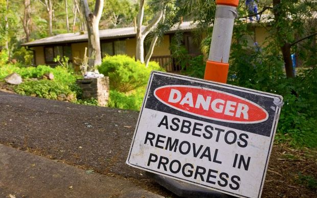 danger asbestos removal sign
