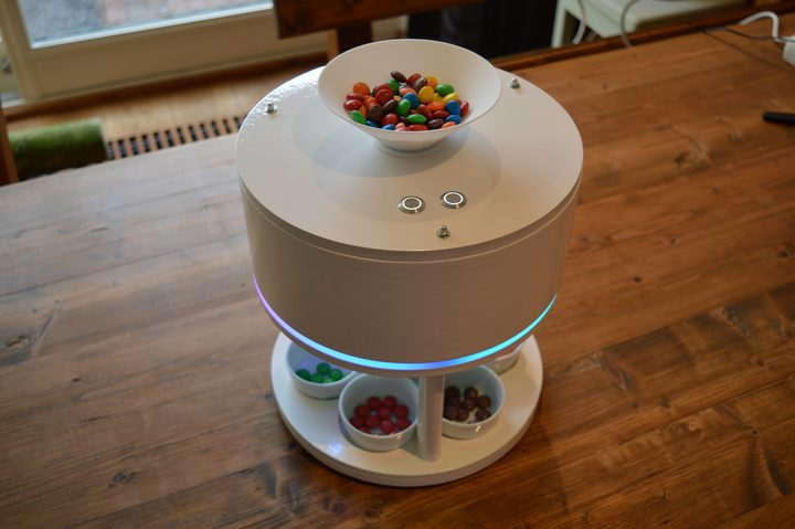 Willem Pennings designed and built a machine that separates Skittles and M&M's by colour.