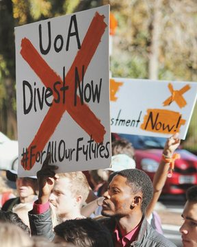 Students, staff and alumni of the University of Auckland are calling on the institution to divest from fossil fuel.