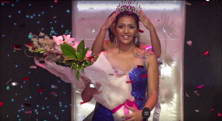 Harlem-Cruz Ihaia is crowned Miss Universe New Zealand 2017.