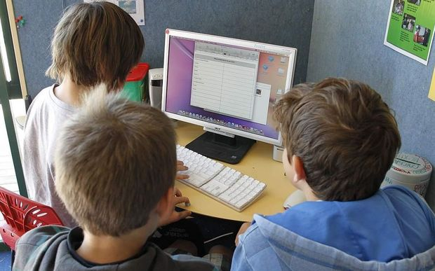Students using a computer at Omata School.