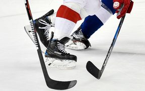 The NHL and 100 former players have come to agreement over a head injuries suffered in the game.