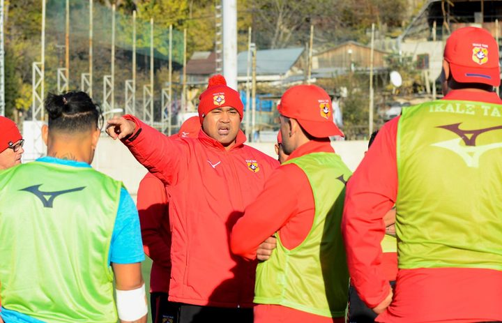 'Ikale Tahi coach Toutai Kefu issues instructions at training.