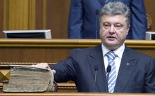 Ukraine's President Petro Poroshenko swearing on the Bible during a ceremony in the parliament in Kiev.