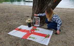 Organiser Amanda Morris sets up the vigil for Grace Millane in Queenstown.