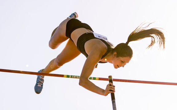 伊丽莎·麦卡特尼(Eliza McCartney)跳跃了4.85米,打破了波茨经典赛2019年的会议纪录。