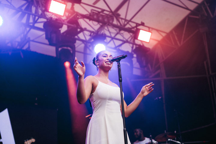 Jorja Smith performing at Laneway 2019