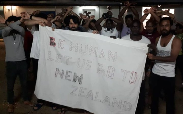 Manus refugees are calling for Australia to accept NZ's resettlement offer.