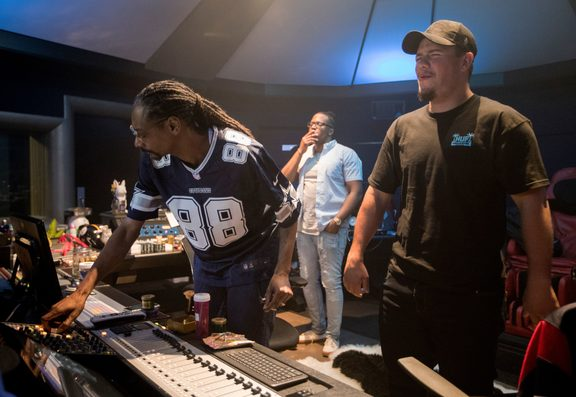 Tom Francis recording with Snoop Dogg