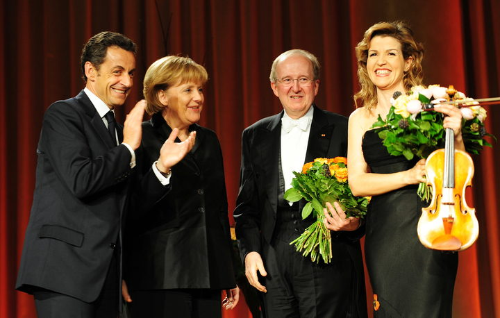 Andre Previn (second rigth) with, from left, French President Nicolas Sarkozy, German Chancellor Angela Merkel and  Anne-Sophie Mutter after they performed a concert for the NATO leaders in the southern German town of Baden-Baden on April 3, 2009.