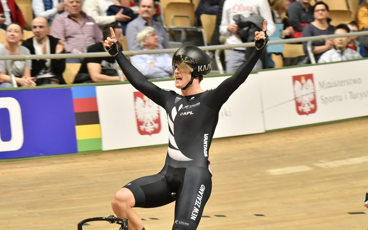 Campbell Stewart celebrates winning 2019 World Omnium title.
