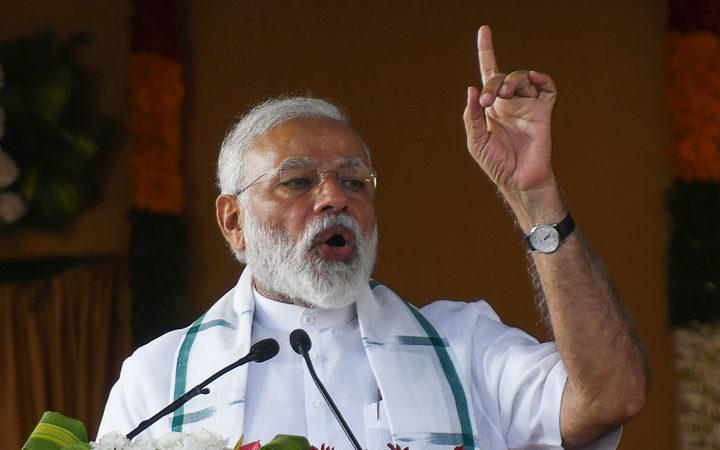 印度总理纳伦德拉·莫迪在钦奈举行的全国民主联盟(NDA)集会上示威