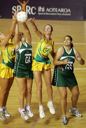 Cook Islands netball coach Anna Andrews-Tasola (R) playing for the Black Pearls vs Australia at the 2007 World Cup.