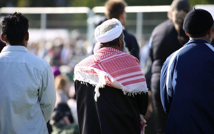 克里斯特彻奇国家纪念服务的穆斯林男子。