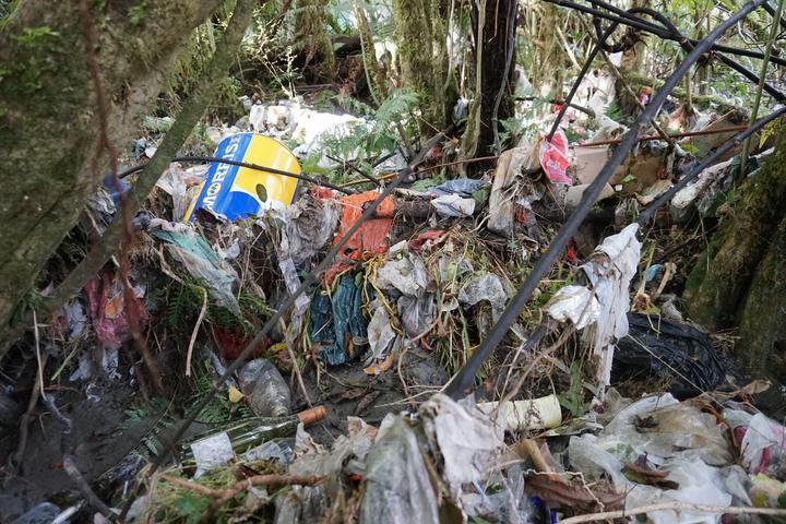 West Coast rubbish spill