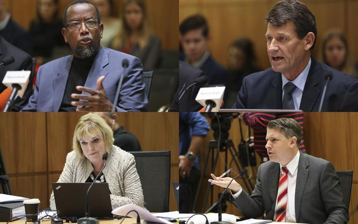 在选举委员会听证会上提出了新的枪支法律(左上角顺时针:新西兰总统穆斯塔法·法鲁克伊斯兰协会联合会;枪城老板大卫·蒂普勒;选择委员会主席迈克尔伍德和国家议员朱迪思柯林斯。