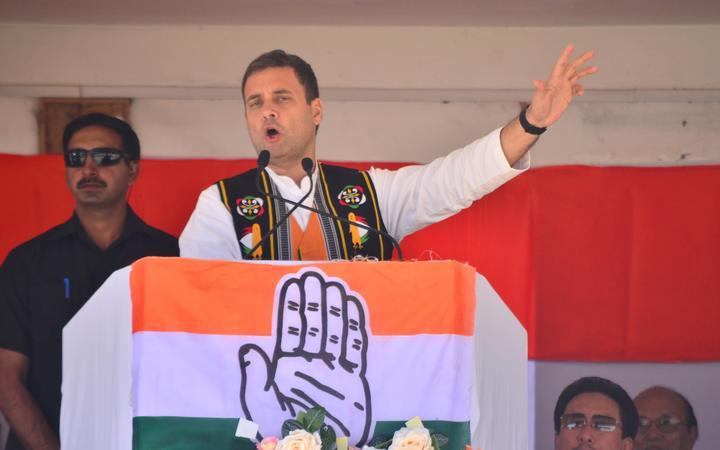 印度国民大会主席拉胡尔·甘地周三在印度东部的那加兰邦迪马普尔举行的选举集会上致辞。