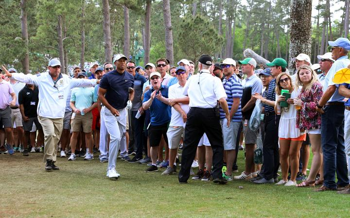 woods turns back the clock at augusta