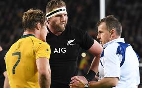 Nigel Owens talks to Kieran Read and Michael Hooper.